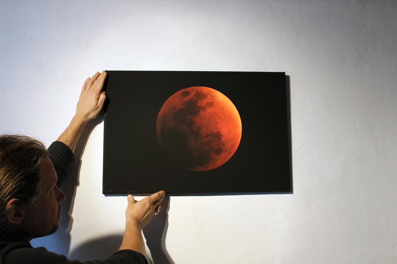 """Artikel Nr.1 """"Blutmond"""" als Leinwandruck im Format 60x40"""